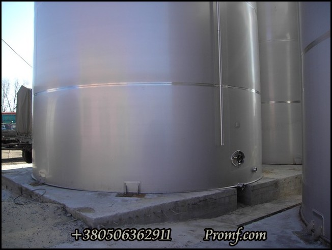 Tank for edible liquids with the capacity up to 20000 cubic meters made of stainless steel